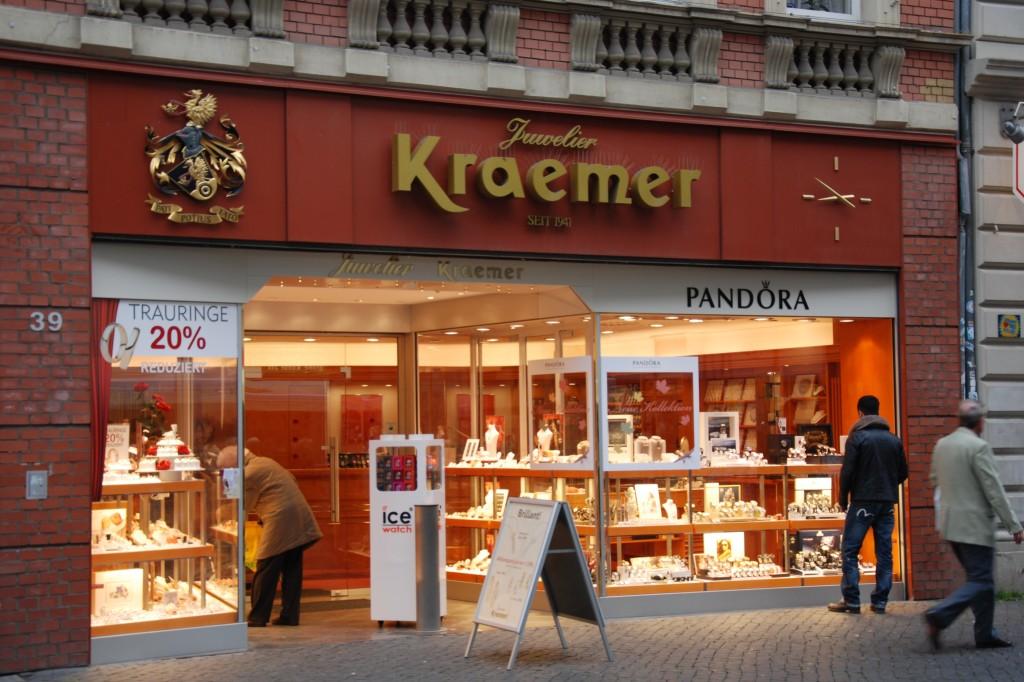 Kraemer Juwelier in Braunschweig: Unserer Erfahrung nach sehr gute und aufmerksame Beratung. Und akzeptable Preise.